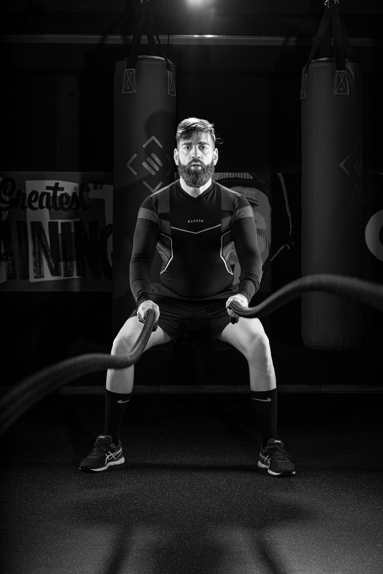 Fotografía en sala de fitness con cinco luces en sala de fitness