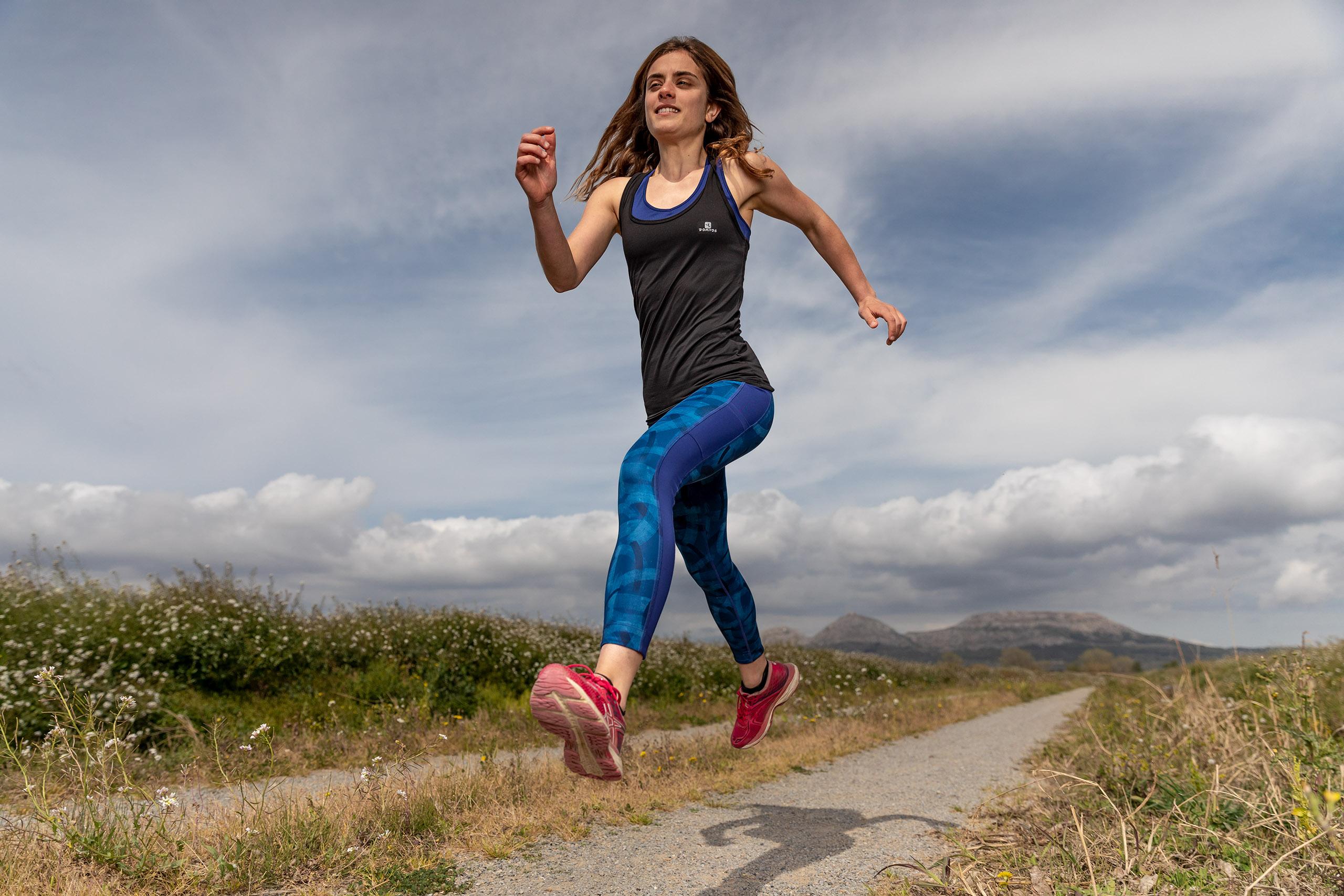 Fotografía deportiva en exteriores con flash de estudio y luz natural